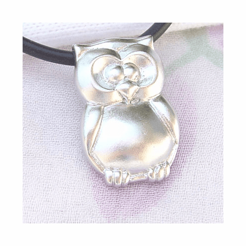 Adorable shiny Owl Sterling Silver Pendant
