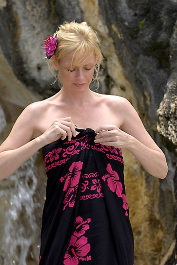 Hibiscus Top Quality Sarong in Black / Pink PLUS SIZE - Fringeless Sarong