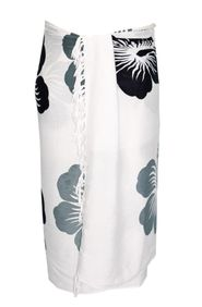 Sarong for Men Hawaiian Sarong in White with Black/Gray Flowers