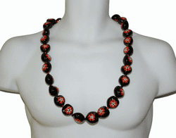 Kukui nut lei <br>Black /red flower