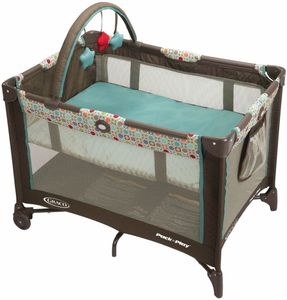 Graco Pack ?n Play On the Go Playard with Folding Bassinet - Twister