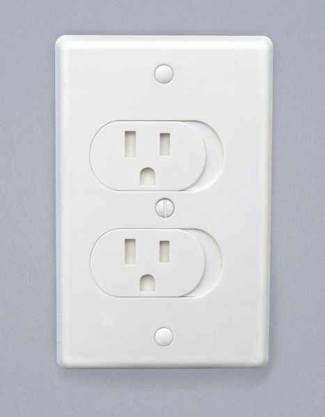Qdos Universal Self-Closing Outlet Cover - White
