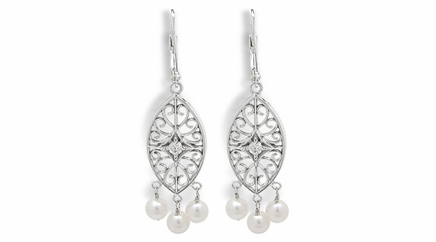 Isabella a Freshwater Cultured Pearl Earring