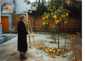 """The renowned Madrid figurative painter, Antonio López García, sets up his easel in front of a quince tree. Featured image is reproduced from <a href=""""9781935202257.html"""">Antonio López García: Drawings</a>."""