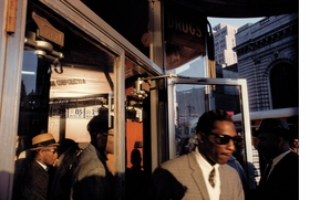 Featured image is reproduced from 'Frank Horvat: Side Walk'.