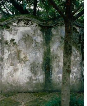 Featured image is reproduced from 'Hélène Binet: The Walls of Suzhou Gardens'.