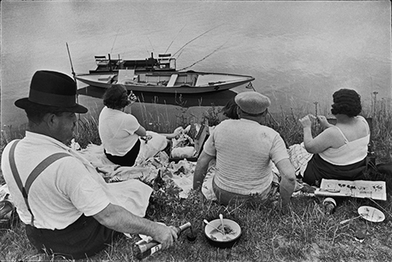 Henri Cartier-Bresson: The Decisive Moment, Sunday on the banks of the Marne