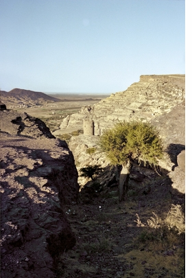 Featured image is reproduced from 'Peter Schlesinger: Eight Days in Yemen'.