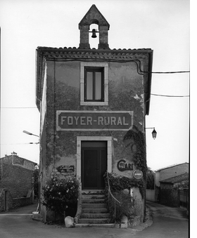 Featured image is reproduced from 'Raymond Depardon: Communes'.