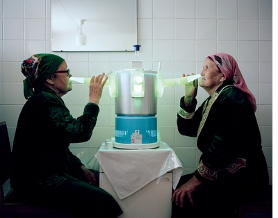 Ultraviolet light, crude oil baths and more in 'Holidays in Soviet Sanatoriums'