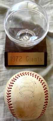 1972 San Francisco Giants team autographed NL baseball with display case (Dave Kingman Willie McCovey)