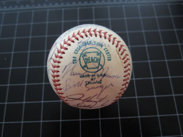 1973 American League All-Star Team autographed AL baseball (Thurman Munson Catfish Hunter Reggie Jackson) JSA