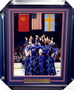 1980 Miracle on Ice USA Olympic Hockey Team autographed medal ceremony 16x20 photo matted and framed with nameplate #15/50 (Grandstand)