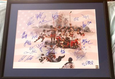 1980 Miracle on Ice USA Olympic Hockey Team autographed 16x20 poster size celebration photo matted and framed (Leaf)