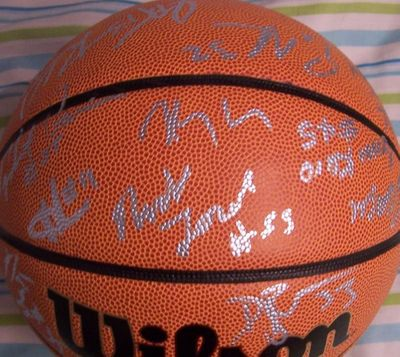 2005-06 UConn Huskies Elite 8 team autographed NCAA basketball Jim Calhoun Rudy Gay