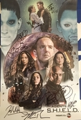 Agents of SHIELD cast autographed 2018 Wondercon poster (Chloe Bennet Elizabeth Henstridge Henry Simmons Ming-Na Wen)