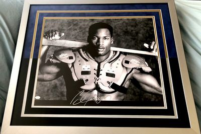 Bo Jackson autographed Bo Knows 16x20 poster size Nike baseball and football photo custom matted and framed (Mounted Memories)