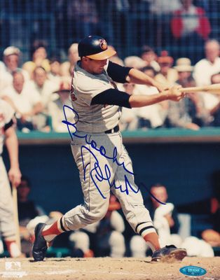 Brooks Robinson autographed Baltimore Orioles 8x10 action photo (TriStar)