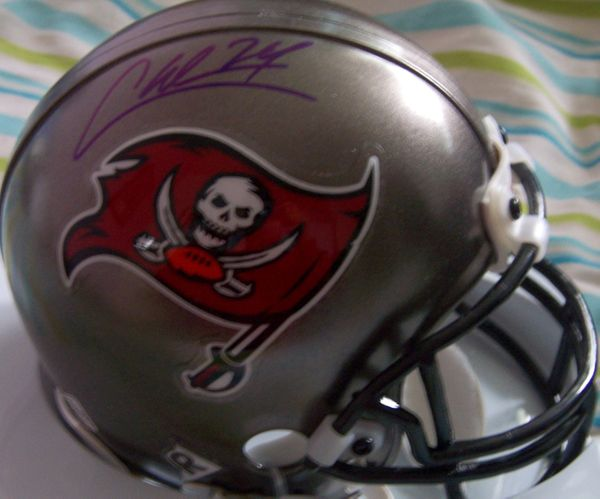 Carnell Cadillac Williams autographed Tampa Bay Buccaneers mini helmet