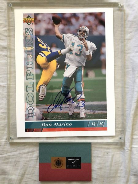 Dan Marino autographed Miami Dolphins 1993 Upper Deck 8x11 blowup photo card in lucite holder (UDA)