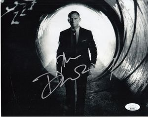 Daniel Craig autographed James Bond 007 Skyfall 8x10 movie photo (JSA)