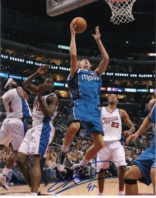 Dirk Nowitzki autographed Dallas Mavericks 8x10 photo