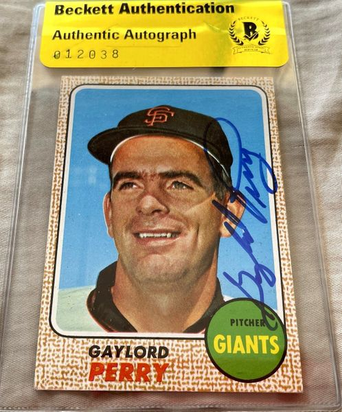 Gaylord Perry autographed San Francisco Giants 1968 Topps card (BAS authenticated)