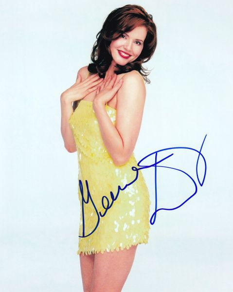 Geena Davis autographed 8x10 portrait photo