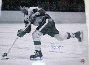 Gordie Howe autographed Detroit Red Wings 16x20 poster size photo inscribed Mr. Hockey