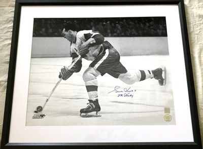 Gordie Howe autographed Detroit Red Wings 16x20 poster size photo inscribed Mr. Hockey matted and framed (Real Deal Memorabilia)