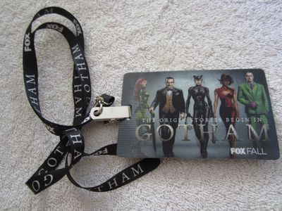 Gotham 2014 Comic-Con lanyard and lenticular promo card