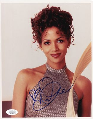 Halle Berry autographed 8x10 portrait photo (JSA)