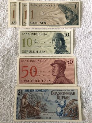 Indonesia lot of 7 banknotes (1961 2 1/2 rupiah 1964 1 10 50 sen)