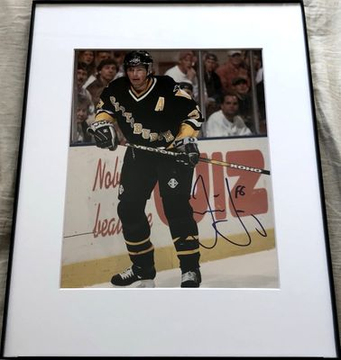 Jaromir Jagr autographed Pittsburgh Penguins 8x10 photo matted and framed (Mounted Memories)