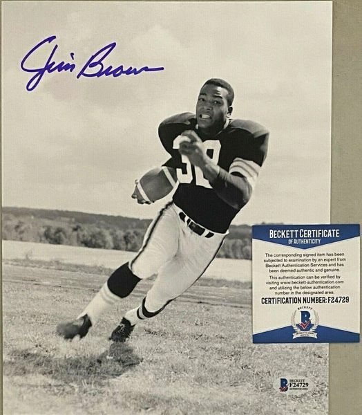 Jim Brown autographed Cleveland Browns 8x10 black and white photo (BAS authenticated)