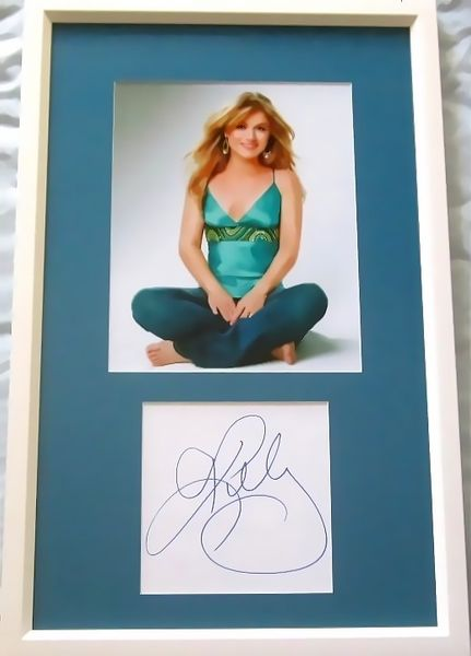 Kelly Clarkson autograph matted & framed with vintage 8x10 photo