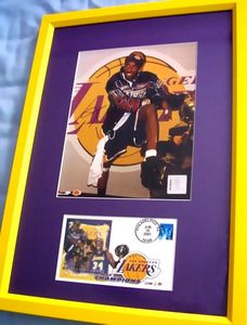 Kobe Bryant autographed Los Angeles Lakers 2001 NBA Champions 8x10 photo matted and framed with cachet