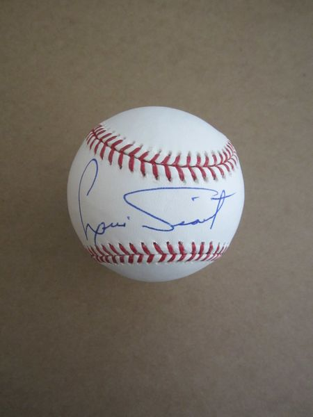 Luis Tiant autographed Rawlings official baseball (MLB authenticated)