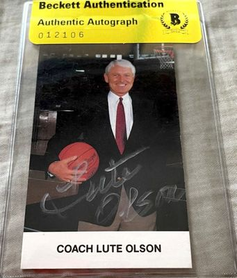 Lute Olson autographed Arizona Wildcats 1989-90 team issued basketball card (BAS authenticated)