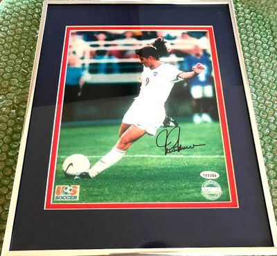 Mia Hamm autographed 1999 U.S. Women's World Cup Team 8x10 photo matted and framed (Steiner)