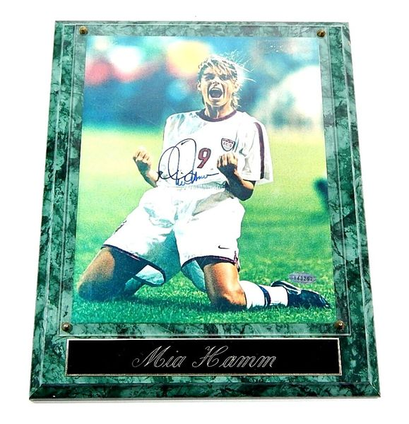 Mia Hamm autographed 1999 U.S. Women's World Cup Team 8x10 soccer photo in plaque with nameplate (Steiner)