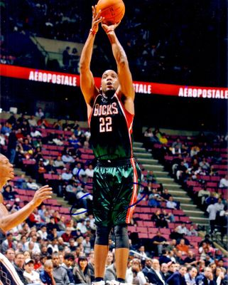 Michael Redd autographed Milwaukee Bucks 8x10 photo