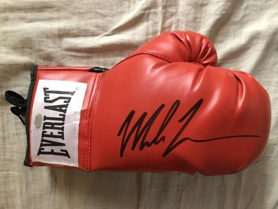 Mike Tyson autographed Everlast leather boxing glove (GTSM)