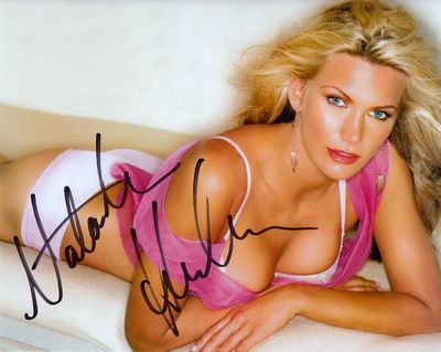 Natasha Henstridge autographed 8x10 cleavage photo