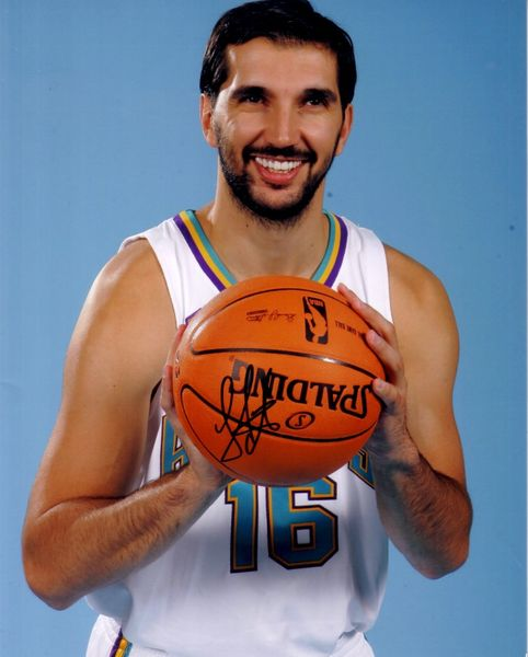 Peja Stojakovic autographed New Orleans Hornets 8x10 photo