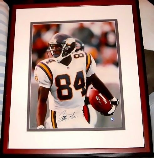 Randy Moss autographed Minnesota Vikings 16x20 poster size UDA photo matted and framed #157/208