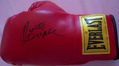 Roberto Duran autographed Everlast boxing glove