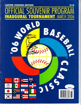Sadaharu Oh autographed 2006 World Baseball Classic program (JSA)
