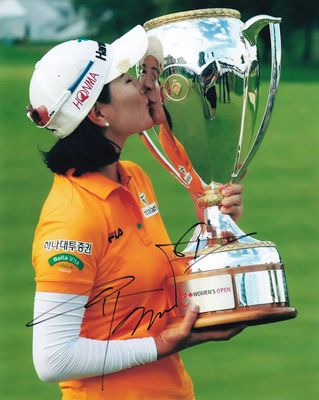So Yeon Ryu autographed 2014 Canadian Women's Open 8x10 trophy photo