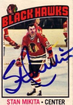 Stan Mikita autographed Chicago Blackhawks 1976-77 O-Pee-Chee card